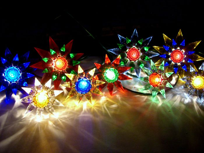 in 1938 carl otis of albany new york came up with the idea of a bubbling christmas light he sent rough prototypes out to 10 companies in the business